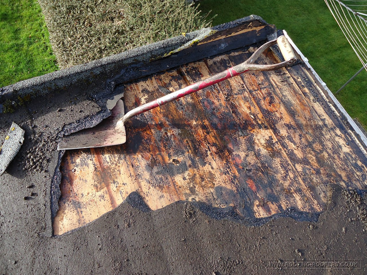 Flat roofs roofing and building repairs specialists for Types of roof covering materials